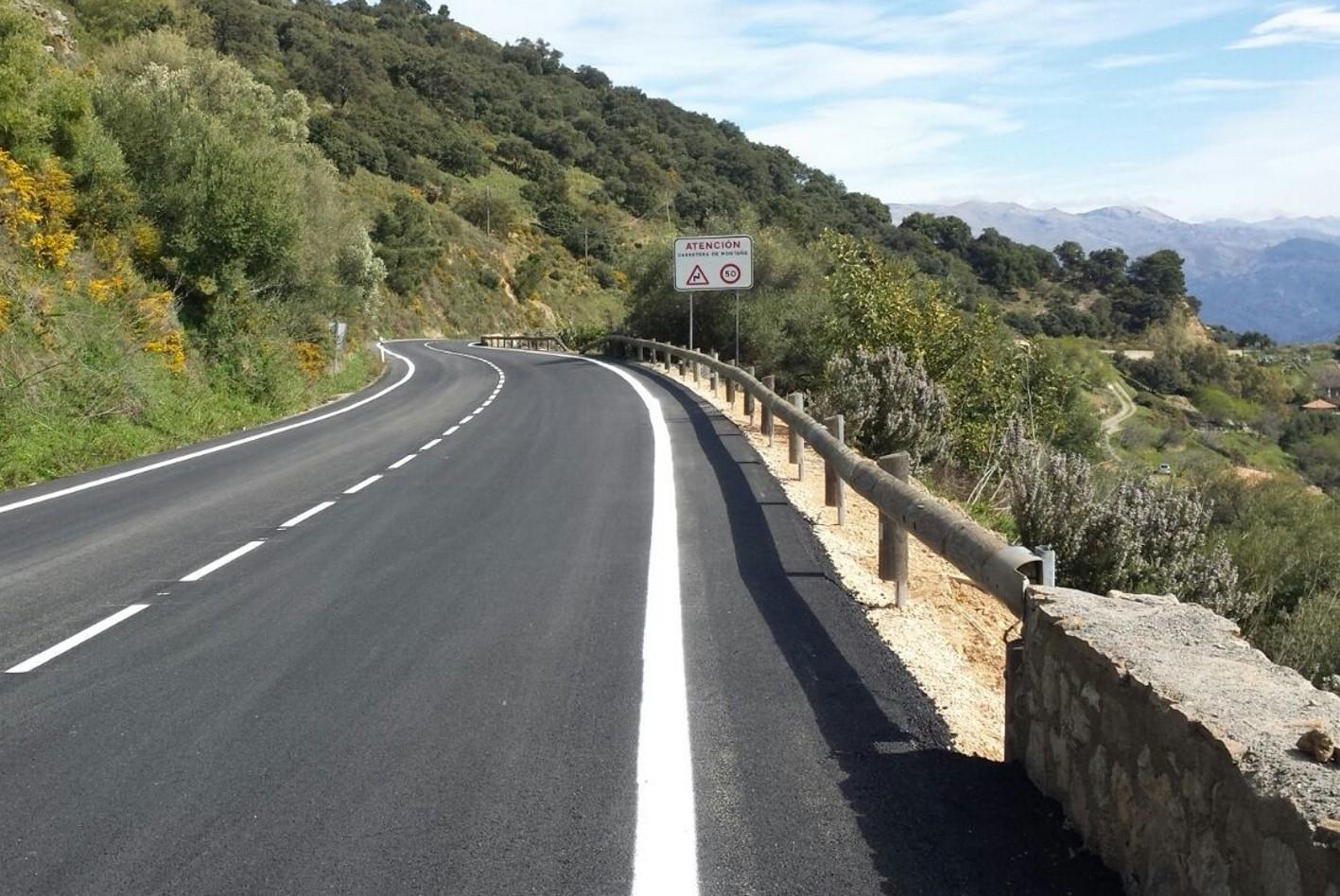 La carretera A-369 a la altura de Algatocín.