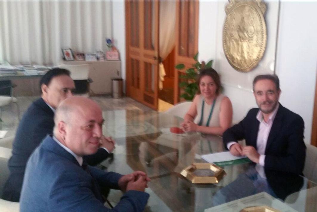 El consejero se ha reunido hoy en Córdoba para hablar del tren de Cercanías.