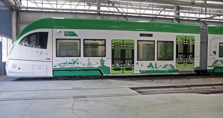 Imagen de una unidad del Tren Tranvía en la factoría de CAF Santana en Linares (Jaén).