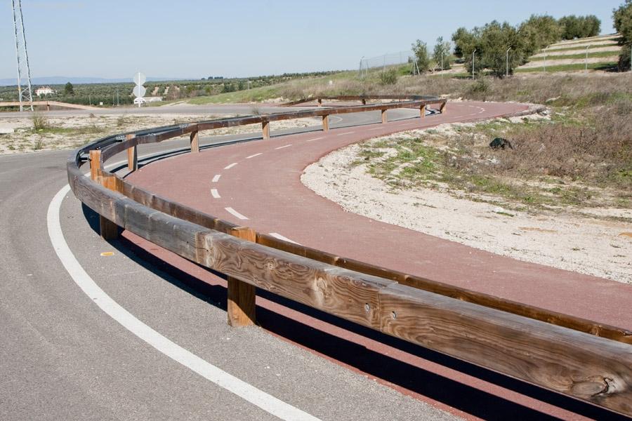 En la actualidad, existe un tramo de más de 3 kms que transcurre paralelo a la Autovía del Olivar entre Úbeda y Baeza.