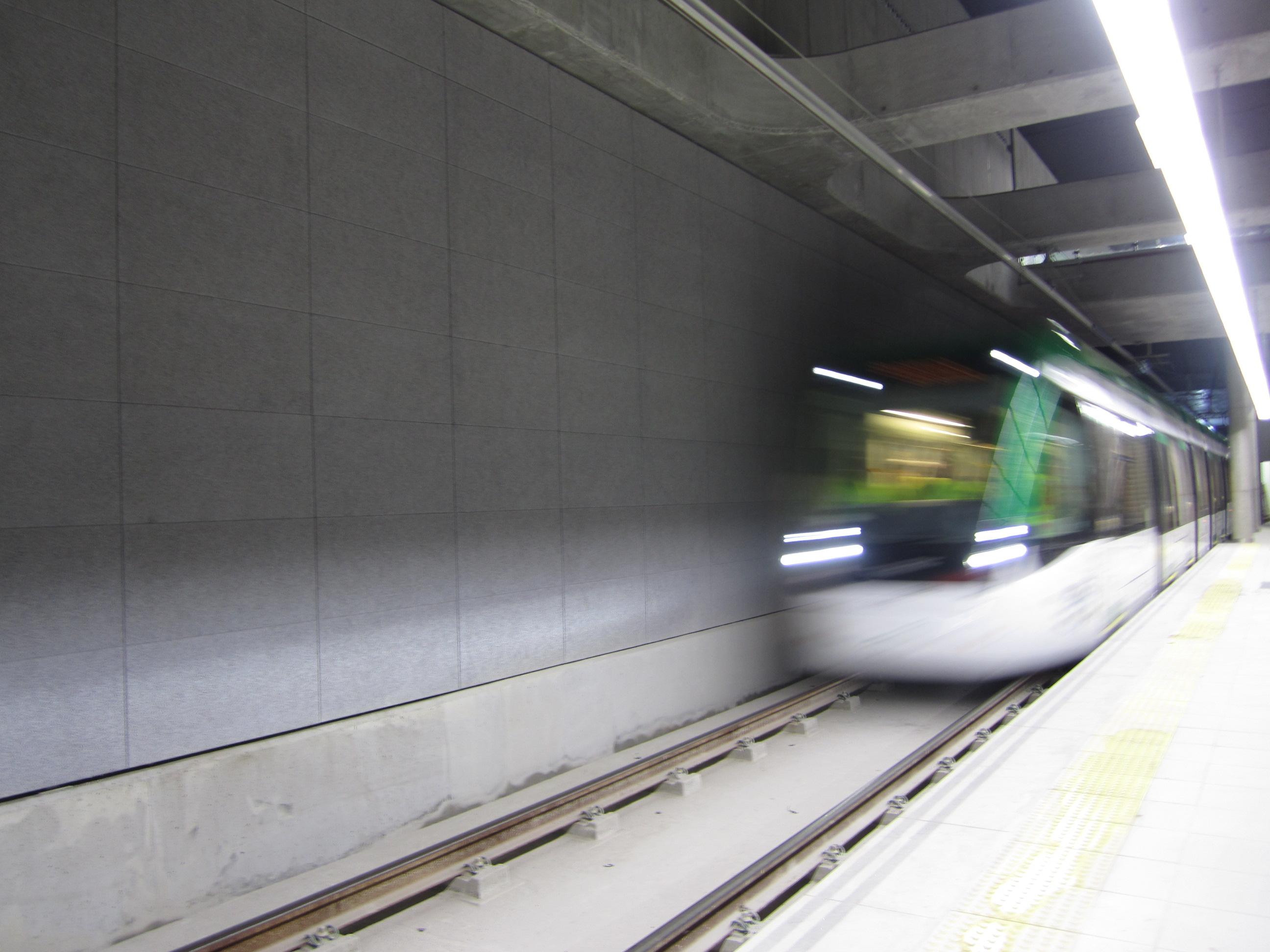imagen de las primeras pruebas dinámicas de circulación de trenes en el Metro de Málaga