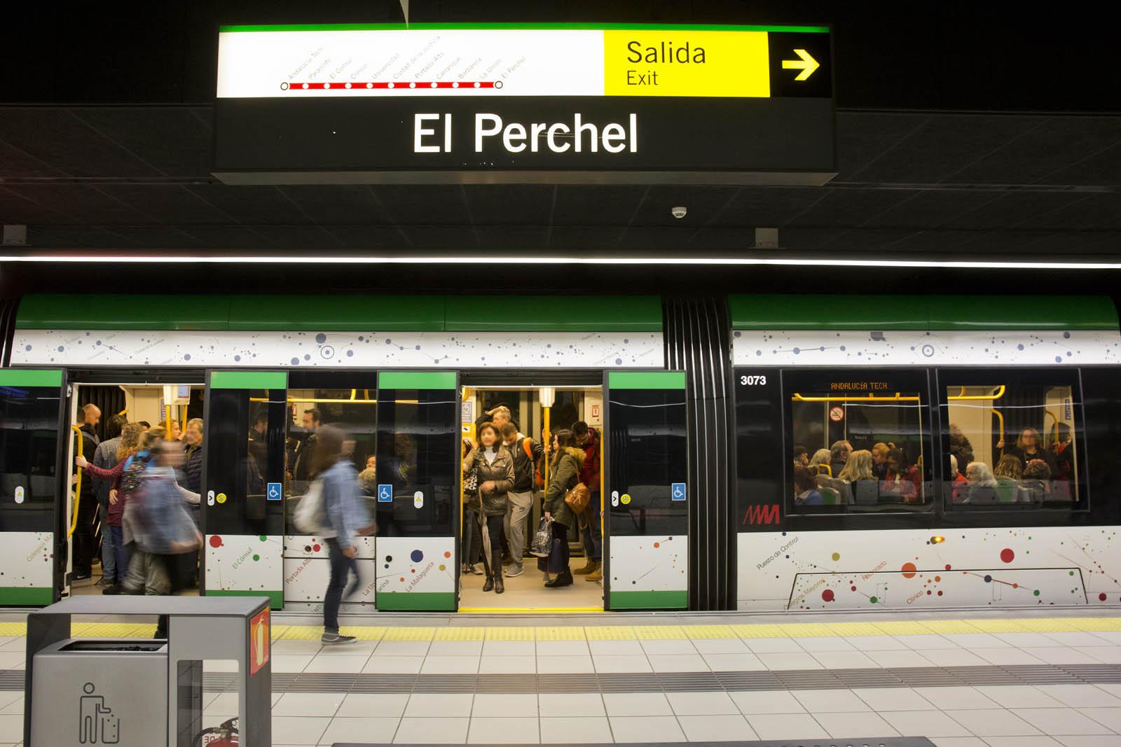 La plataforma baja 100% accesible es común a todas las estaciones y paradas del metro de Málaga.