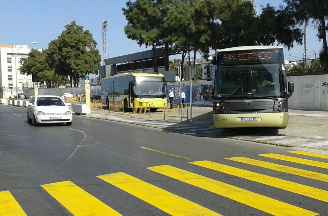 Pruebas de maniobras con autobuses en las paradas provisionales.