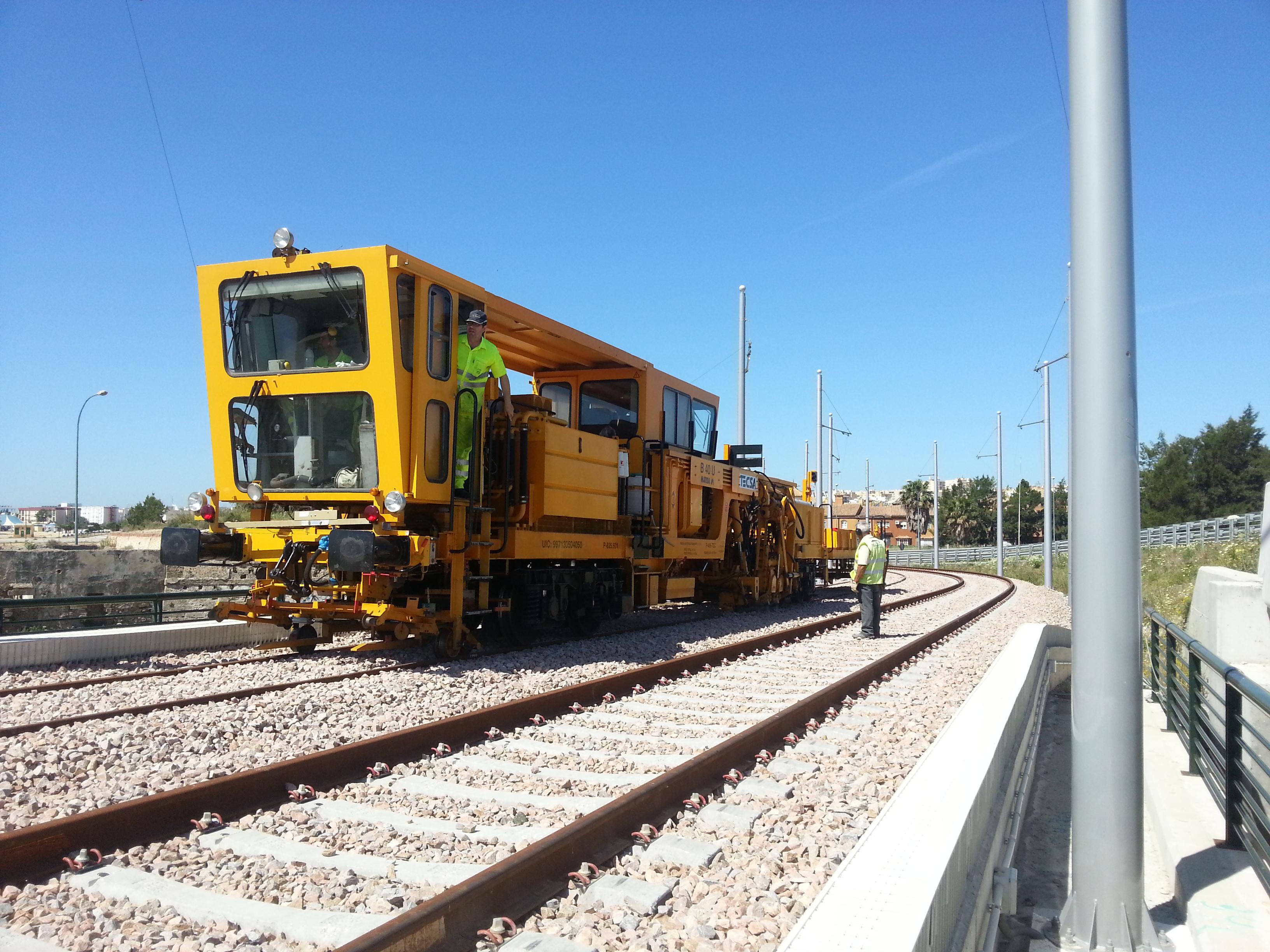 Se van a emplear hasta tres máquinas bateadoras en estos trabajos de vía en el trazado interurbano.