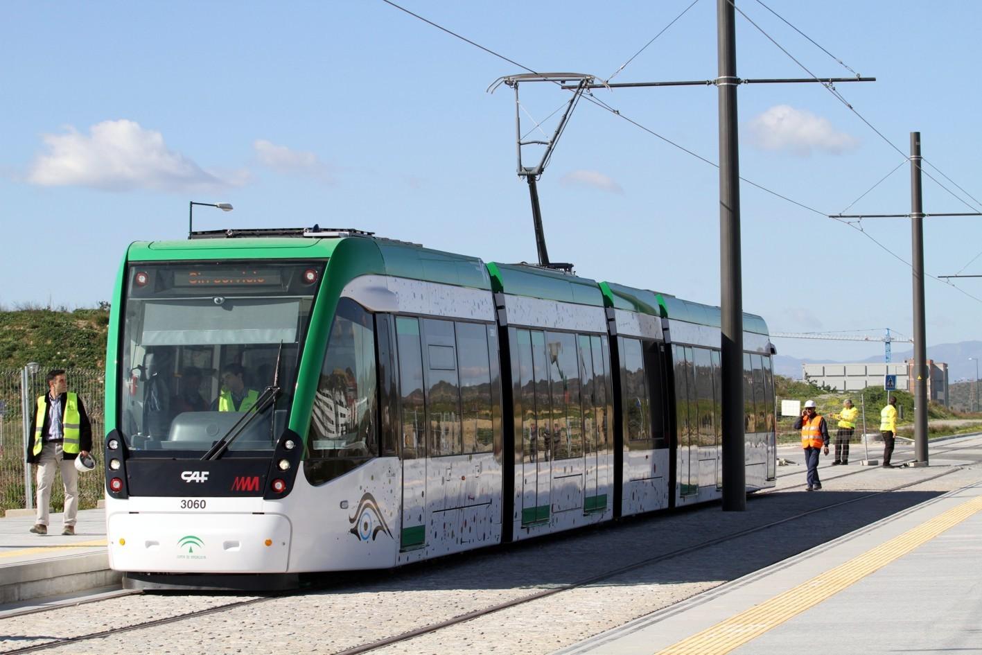 Pruebas móviles del metro de Málaga en superficie.
