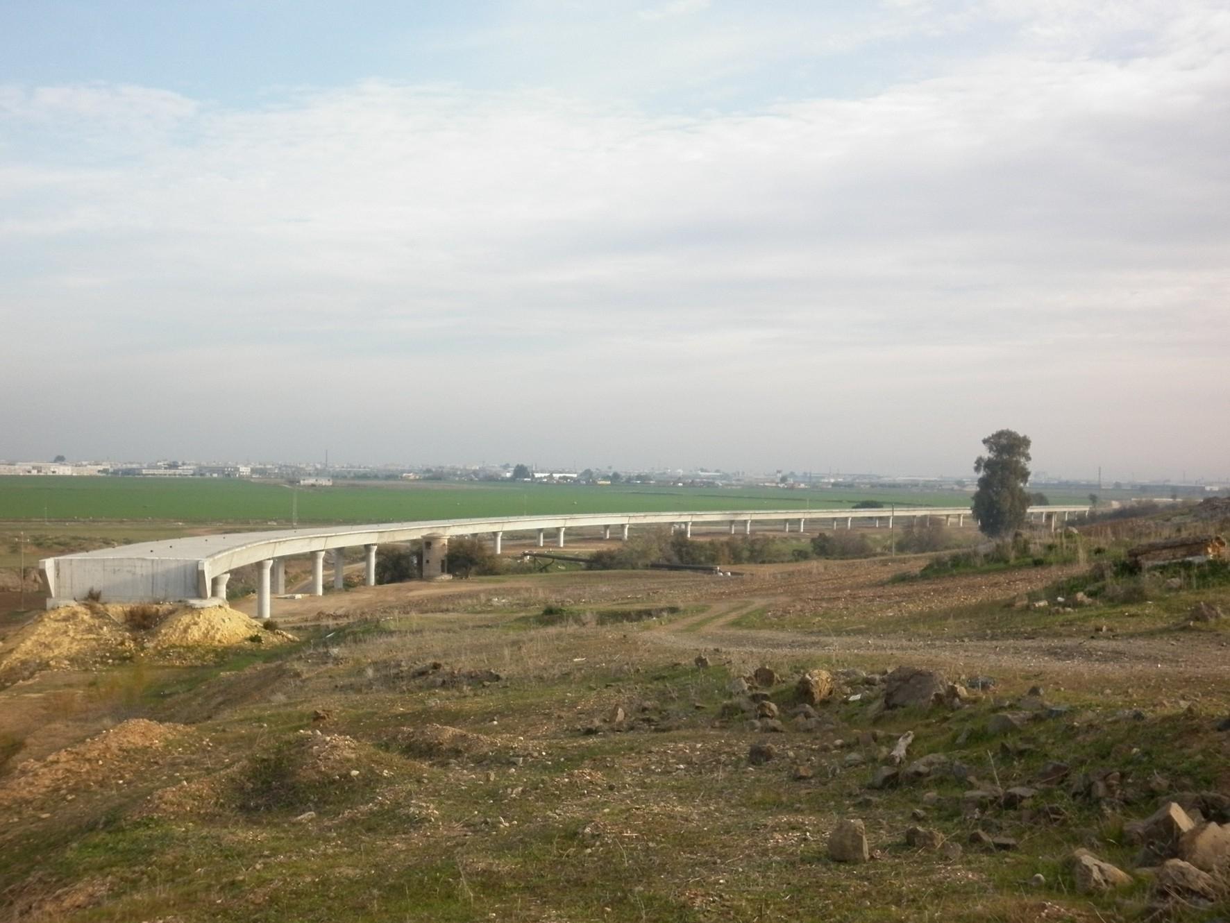 Con esta estructura se culminan los dos grandes viaductos del tramo.