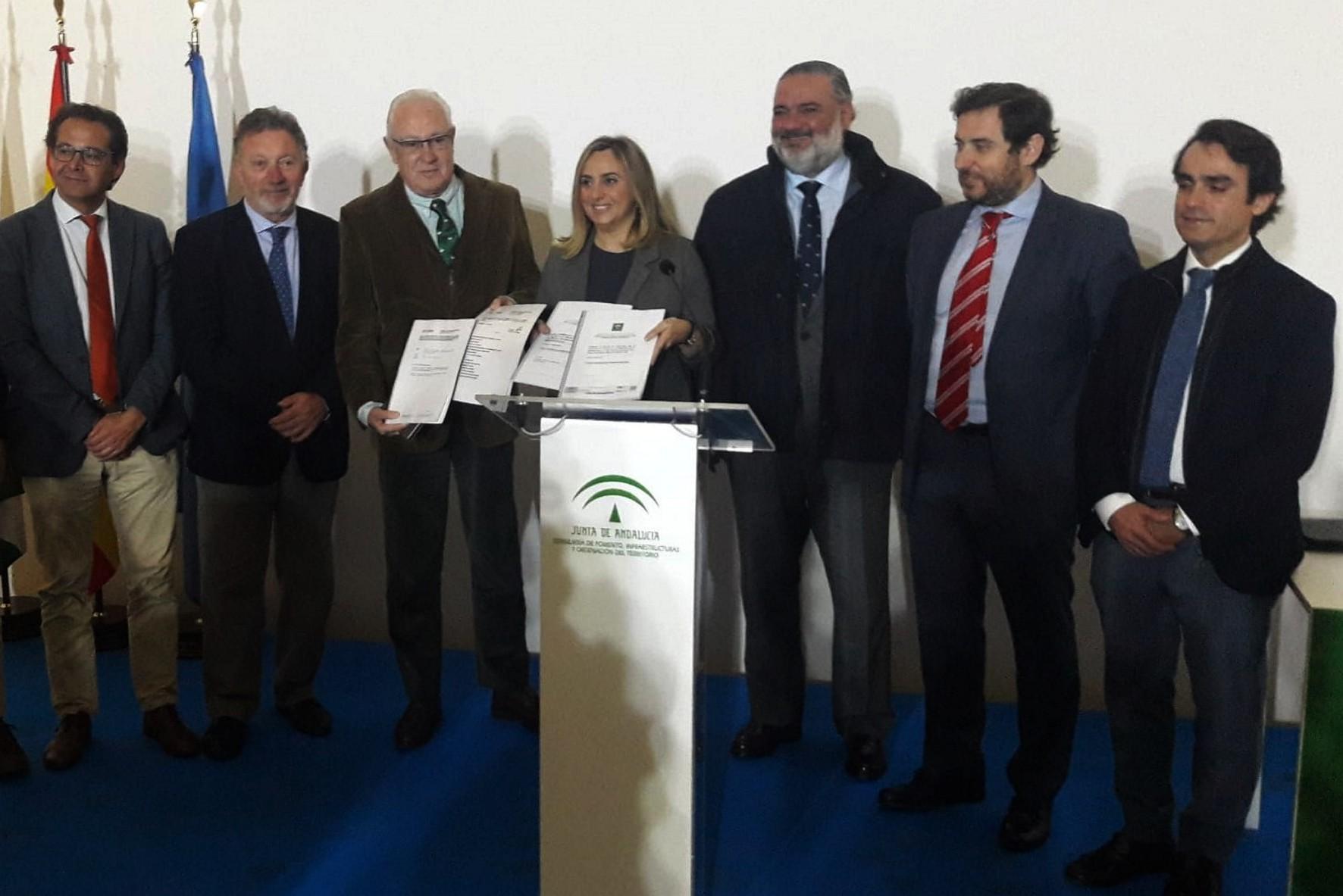 La consejera anuncia la licitación de los proyectos en Granada.