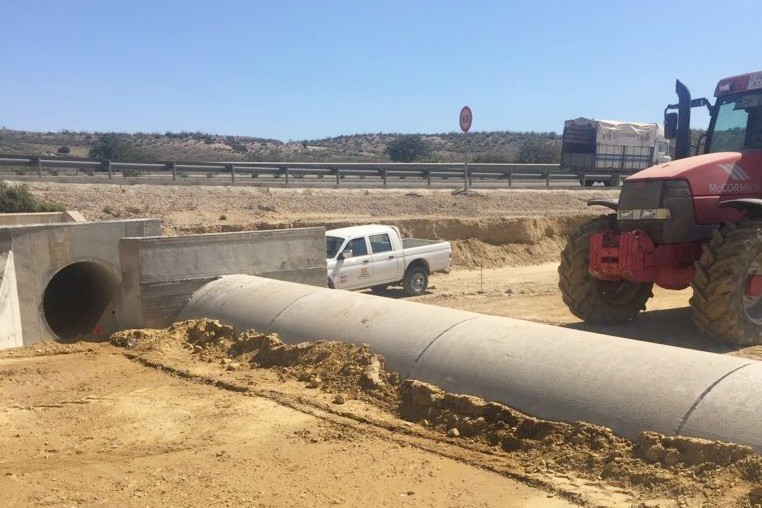 Actualmente se trabaja en las obras de drenaje y relleno de tierras.