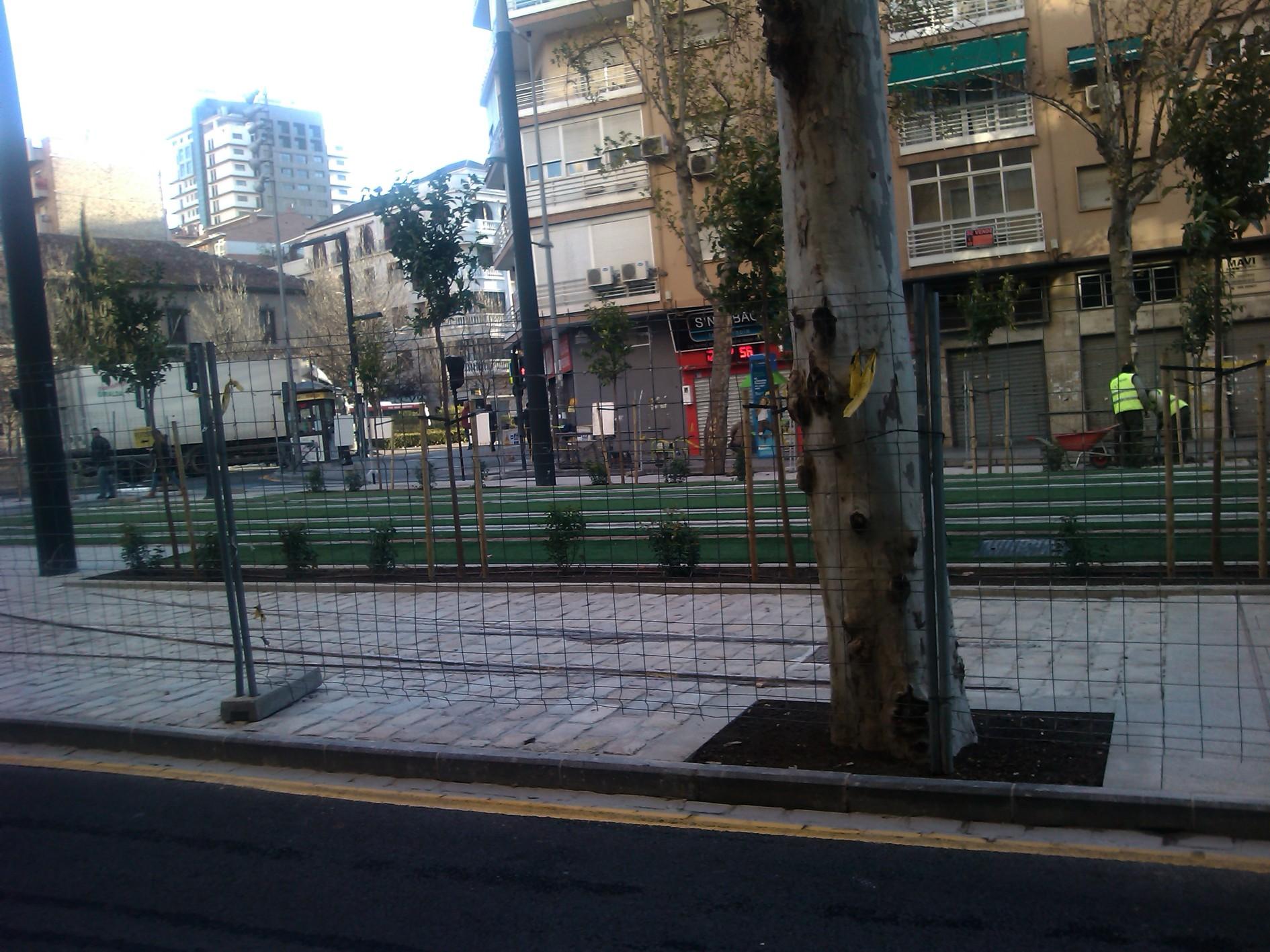 El paso del metro de Granada por la Avenida de los Andaluces.
