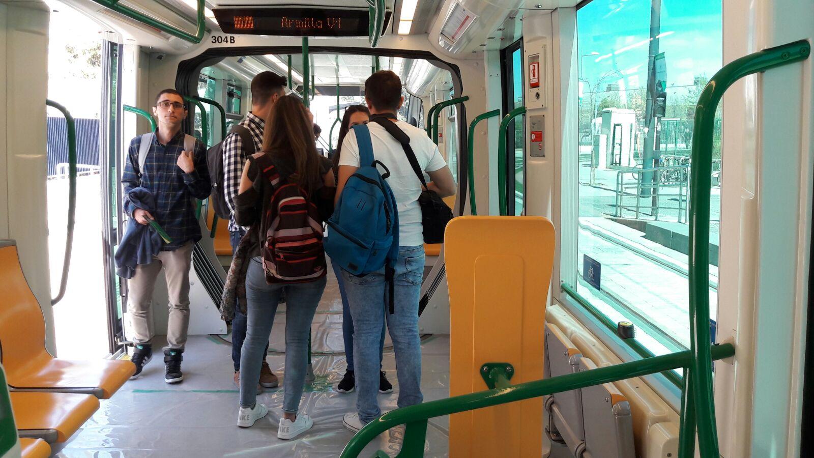 Estudiantes del campus de Fuentenueva conocen el Metro de Granada