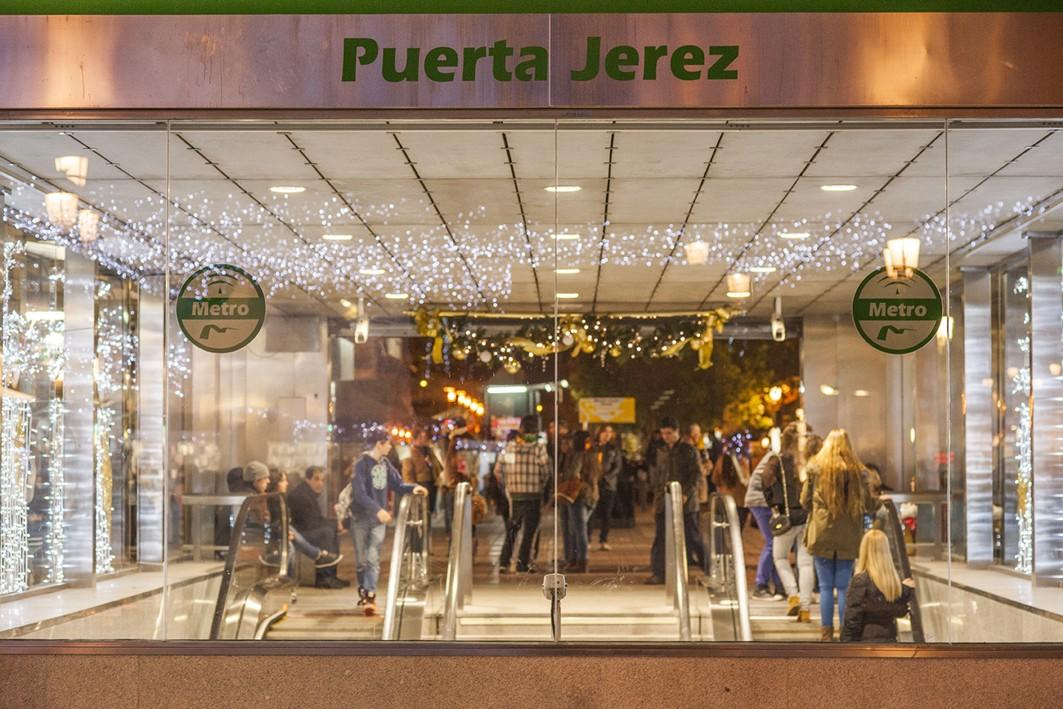 Los adornos navideños en Puerta Jerez están puestos desde el 29 de noviembre.