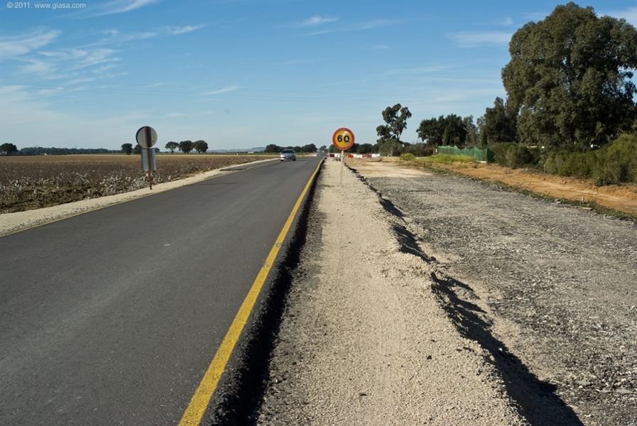 La carretera de La Barca da servicio a muchos habitantes de las barriadas de La Guareña y Las Aguilillas.