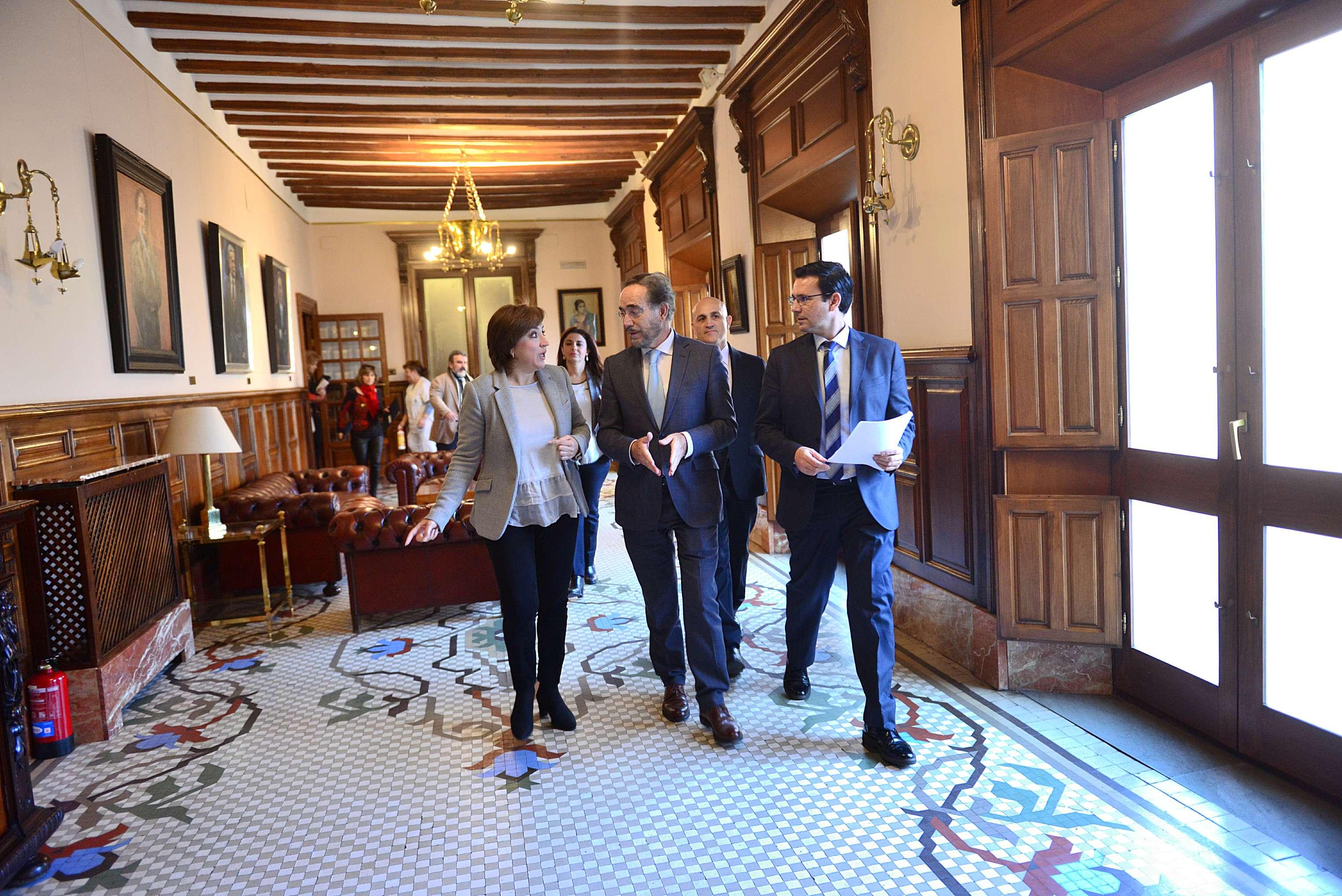 El consejero se ha reunido con el alcalde de Granada.