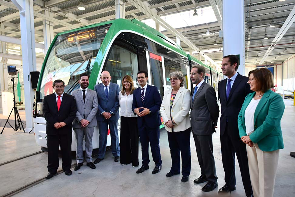 La presidenta de la Junta de Andalucía, en las Cocheras del metro de Granada.
