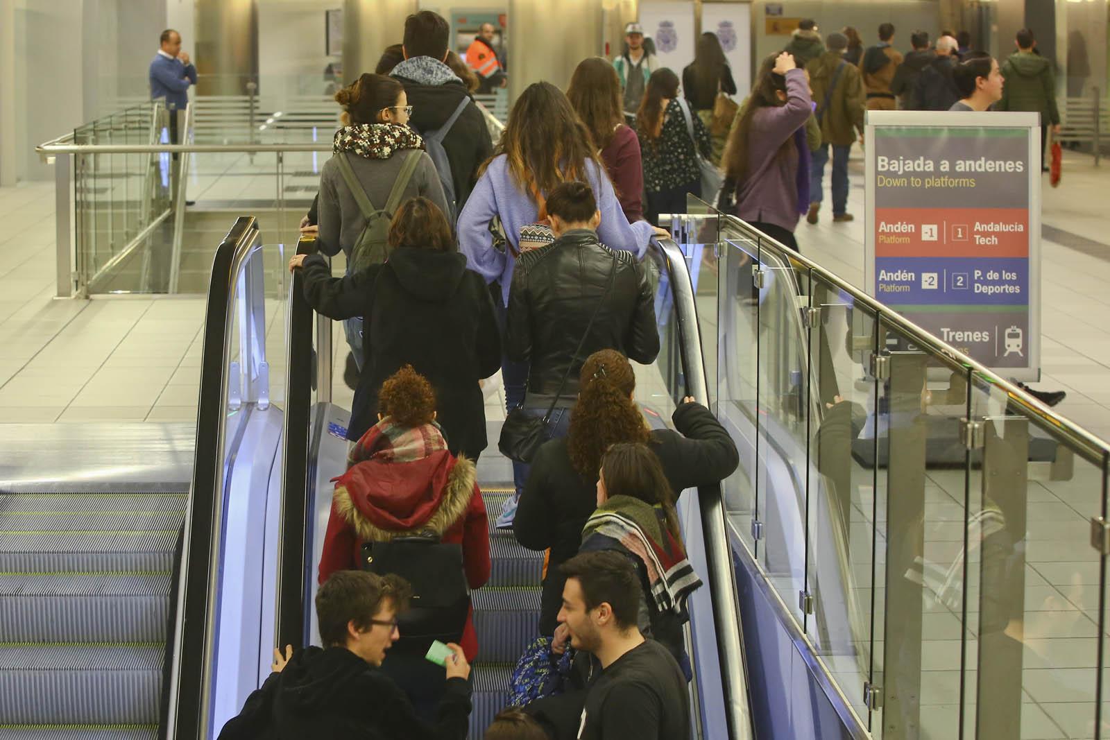 El mes de octubre es de gran afleuncia de usuarios en el metro de Málaga.