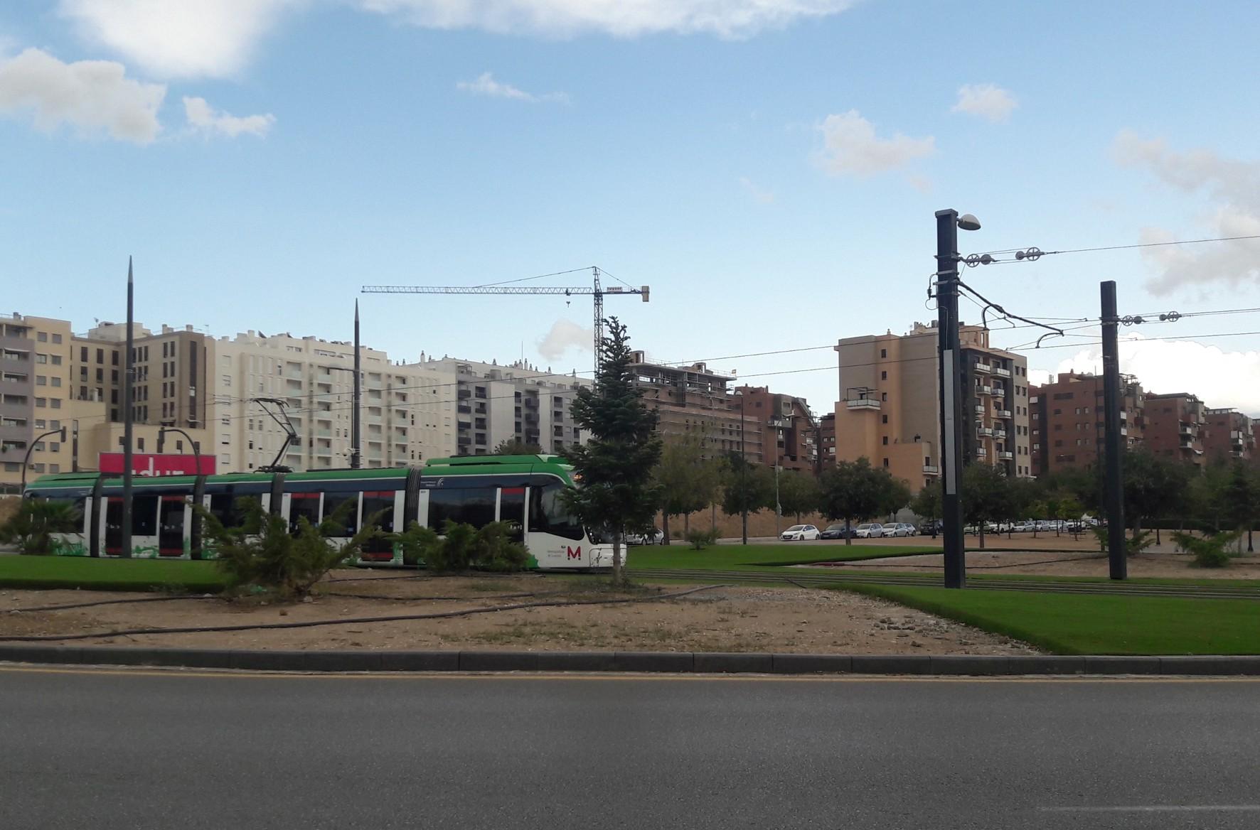 La restauración paisajística de las glorietas favorece la visibilidad del Metro de Granada