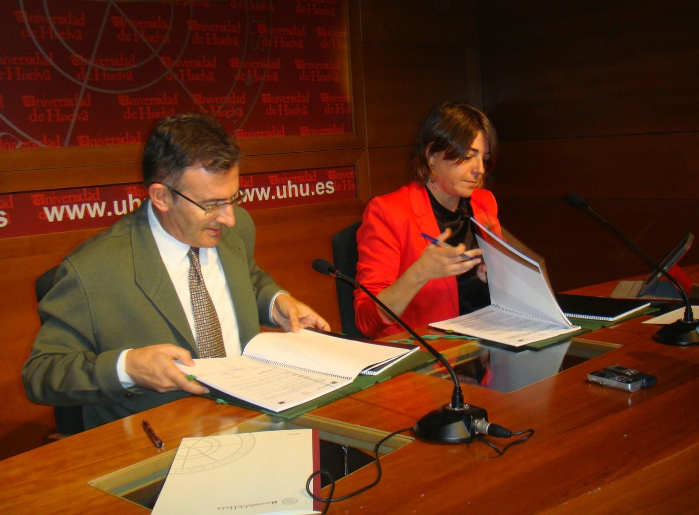 Acto de firma de convenios en el Campus de La Merced en Huelva.