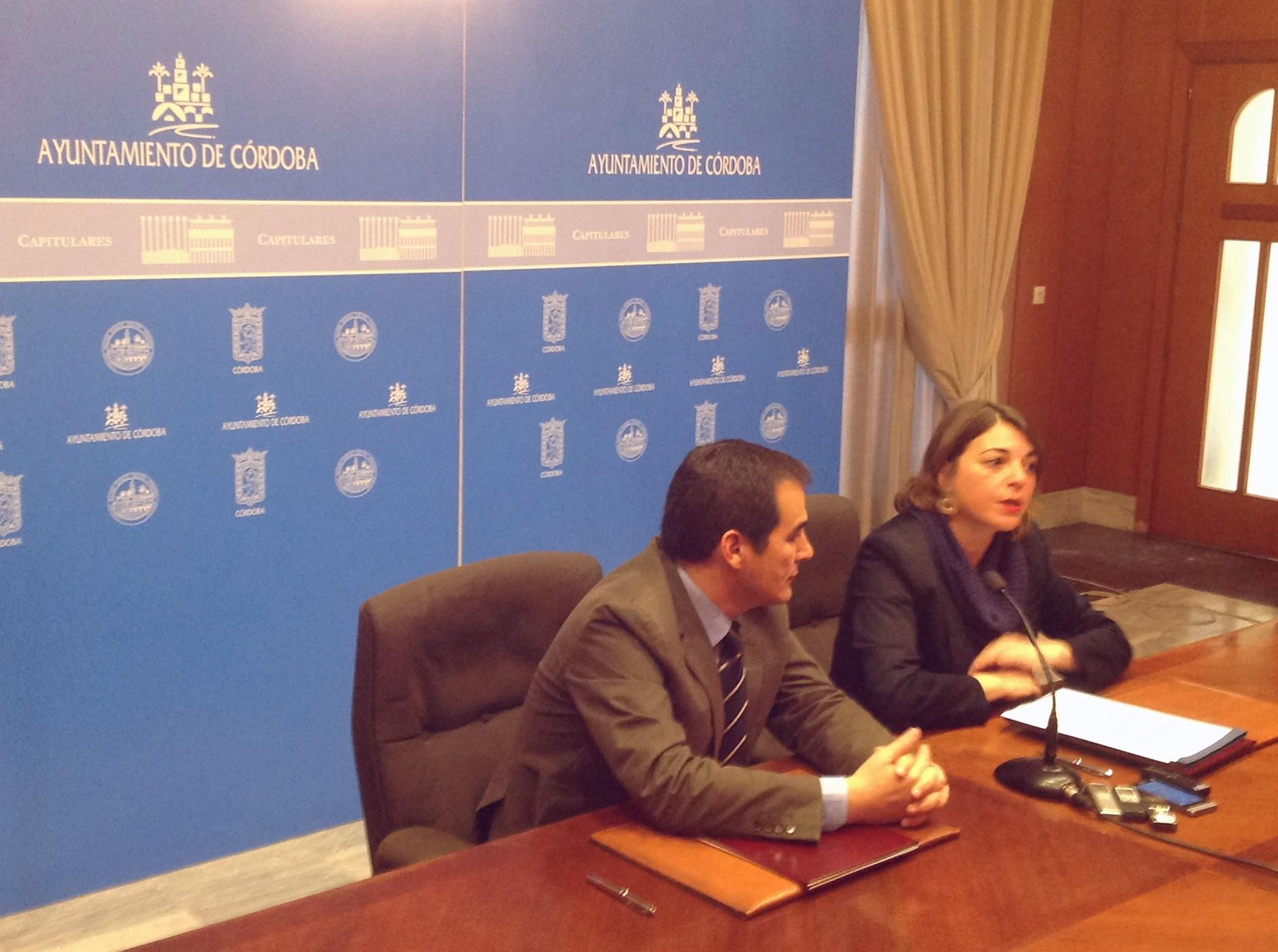 La consejera ha firmado el convenio de colaboración con el Ayuntamiento de Córdoba.