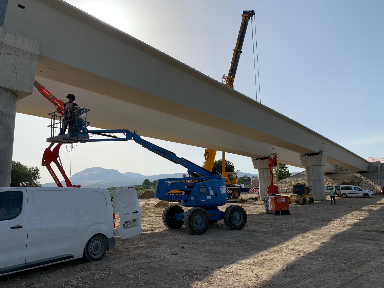 Esta estructura, de 260 metros de longitud, consta de siete vanos.