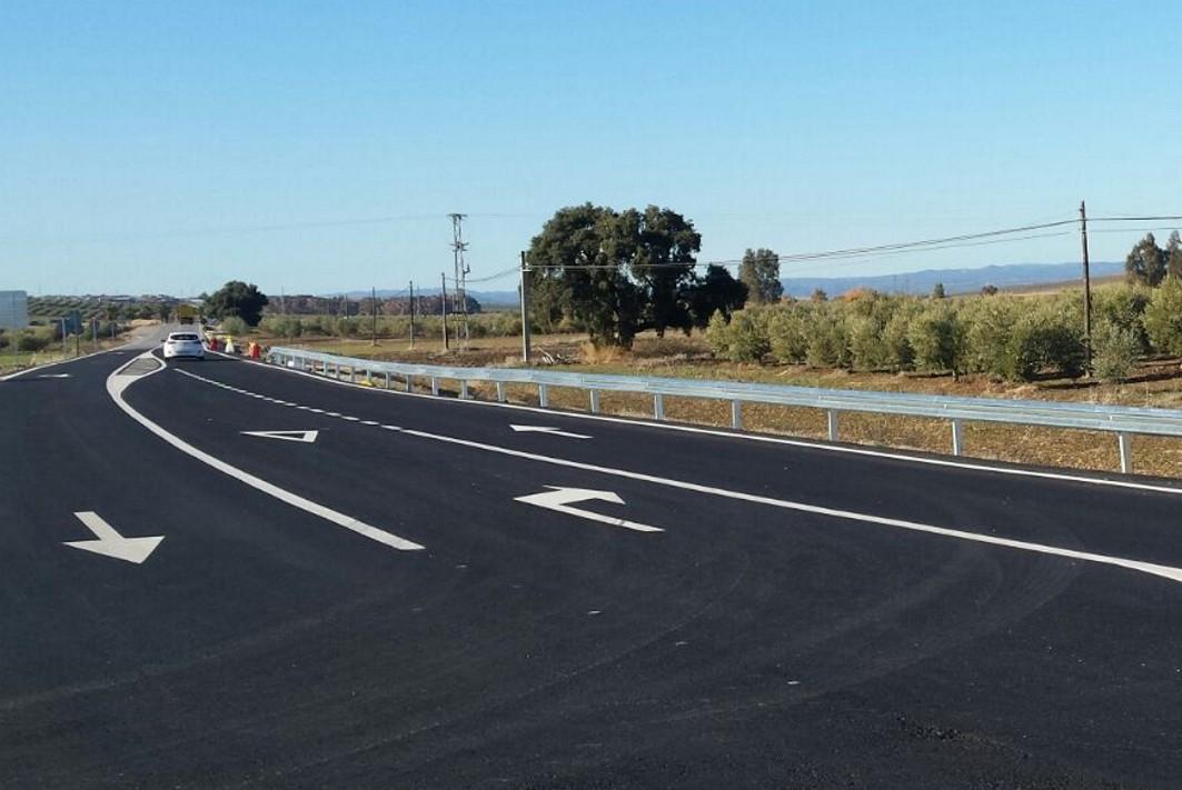 Las obras en la A-445 mejoran la seguridad de la vía.