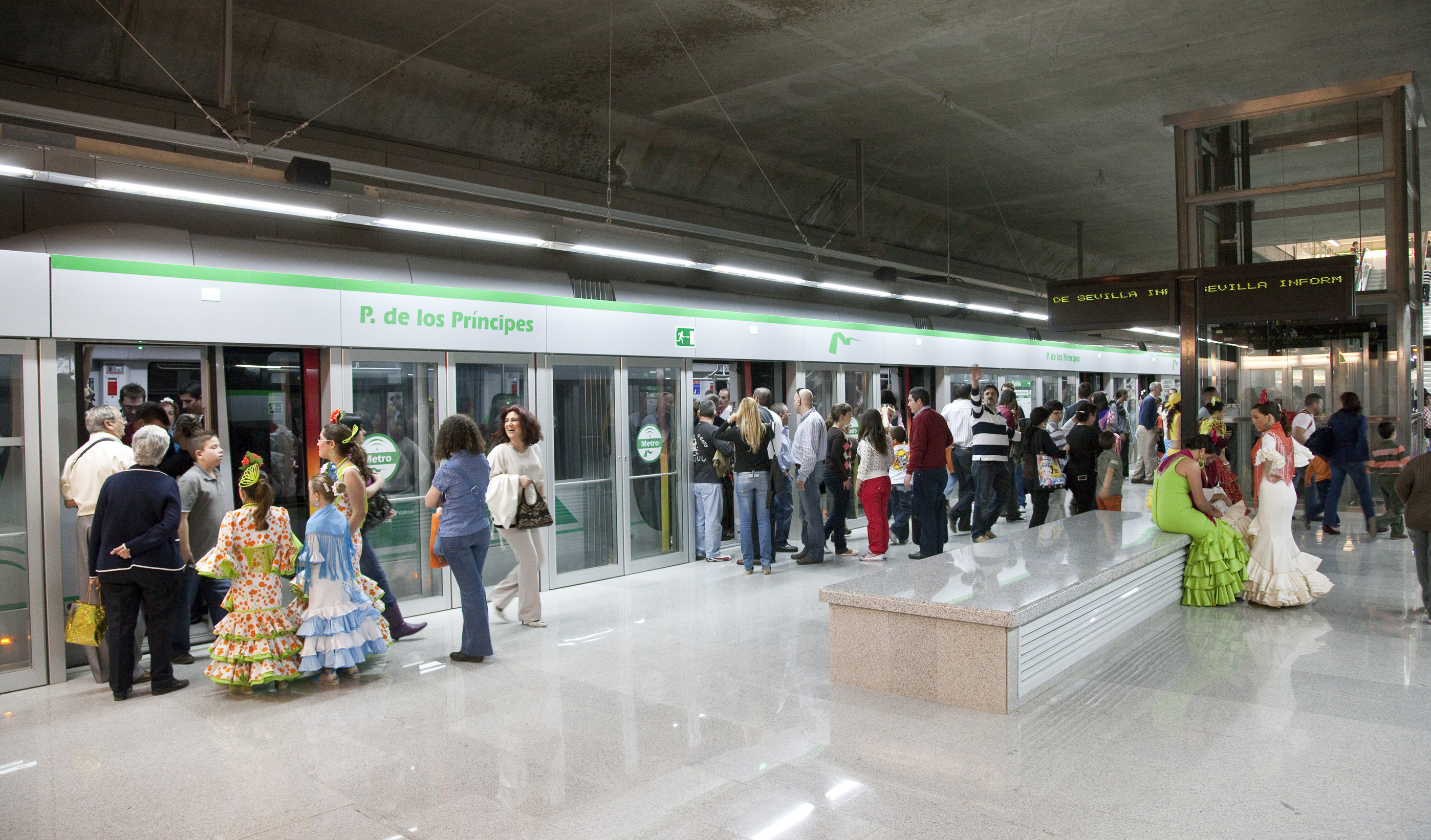 Entre las 19.00 y las 22.00 horas, se han alcanzando puntas de tráfico de entre 9.000-10.000 viajeros/hora.