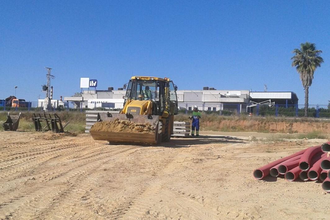 Maquinaria de obras en la A-392 entre Alcalá y Dos Hermanas.