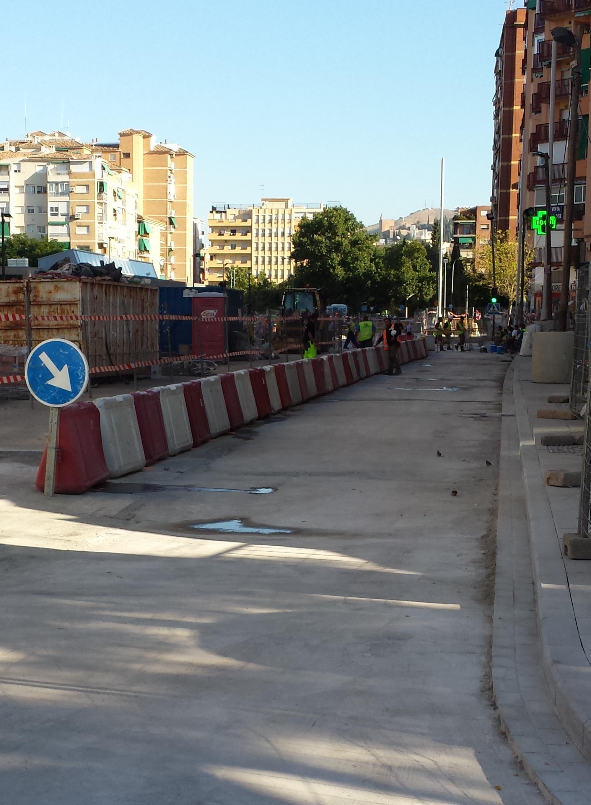 Las obras en Andrés Segovia se están desarrollando en distintas fases con la finalidad de garantizar el acceso rodado y minimizando la afección.