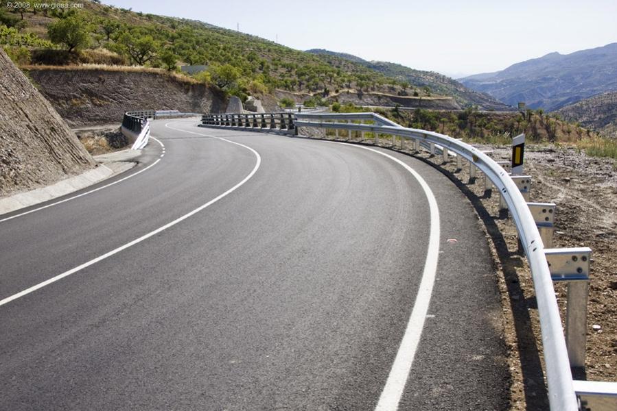 La carretera A-348 recorre la Alpujarra, dando acceso a la A-4132 en Órgiva.