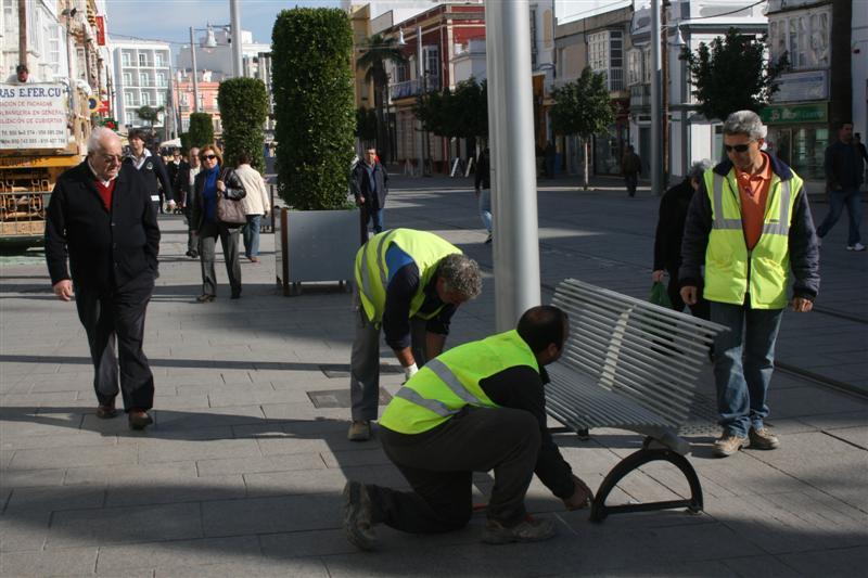 Instalación del mobiliario urbano